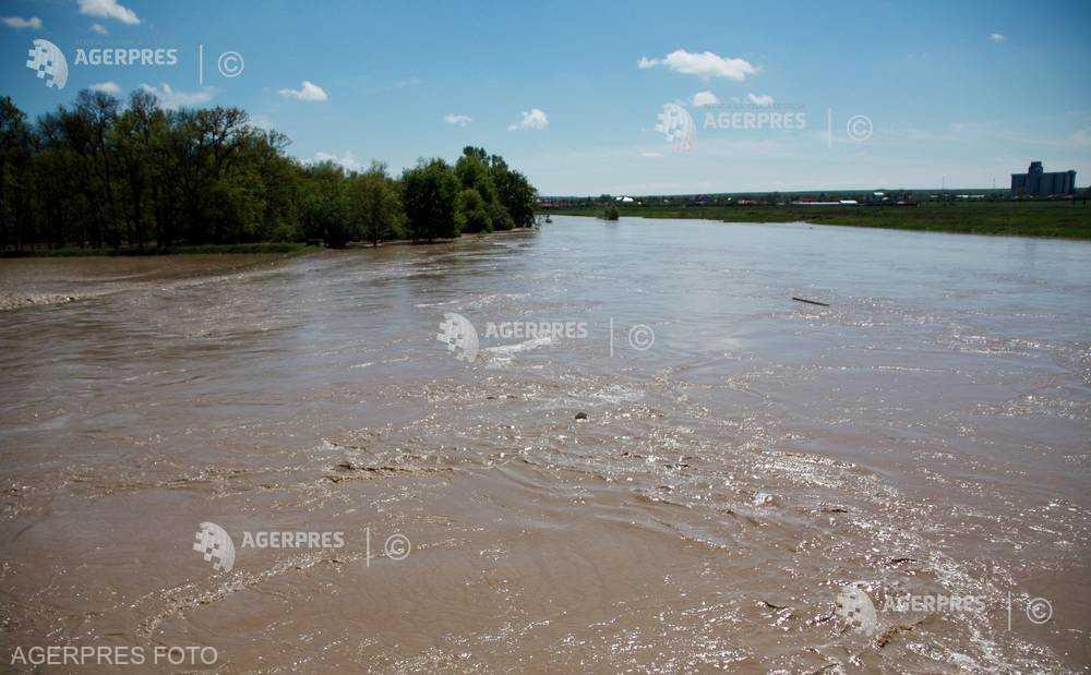 INHGA: Atenţionări de depăşire a cotelor de inundaţie pentru râuri din 10 judeţe