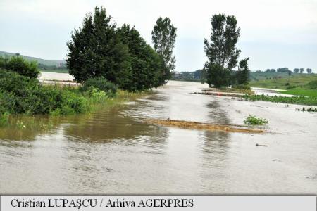 Cod galben de inundații extins la 18 județe din Transilvania, Moldova și Dobrogea, până luni la prânz