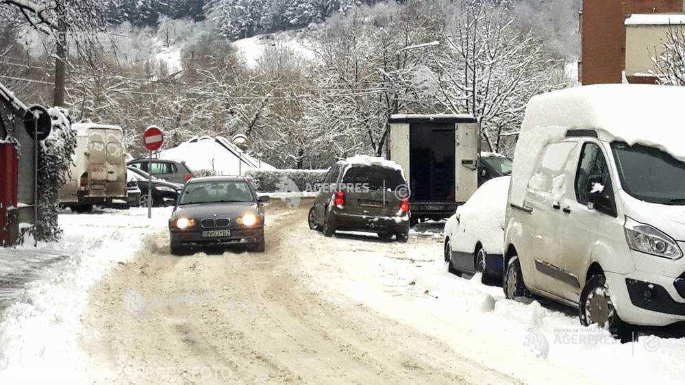 Bistriţa-Năsăud: Circulaţia pe drumurile naţionale, în condiţii de ninsoare şi carosabil acoperit cu zăpadă frământată