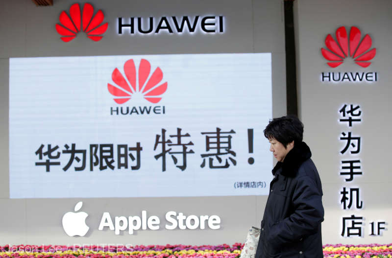 Angajaţii Huawei sancţionaţi pentru că au utilizat telefoane Apple