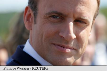 Președintele francez Emmanuel Macron, urmărit de un fotograf, a depus plângere pentru ''hărțuire''