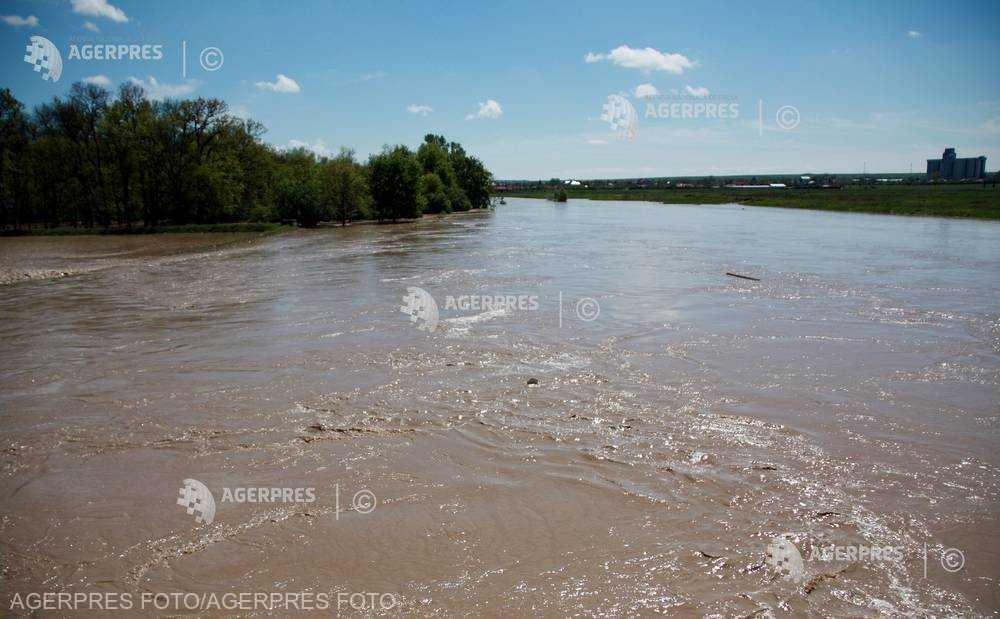 Cod galben de inundaţii pentru râuri din 18 judeţe până la ora 24:00