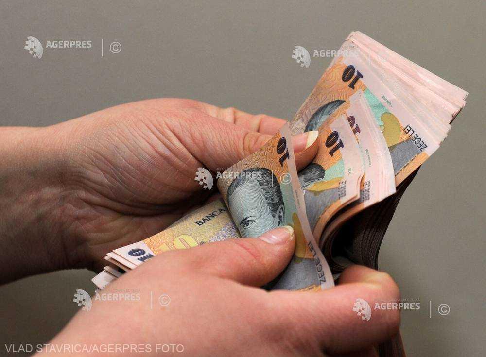 Câştigul salarial mediu net a scăzut la 2.936 lei, în ianuarie (INS)