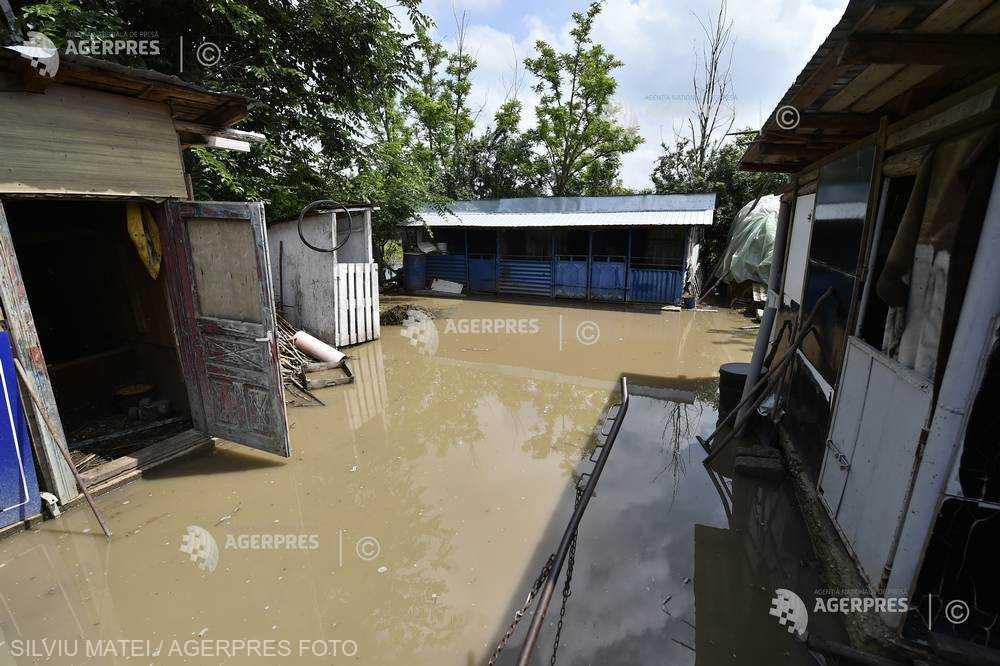 Bistriţa-Năsăud: Inundaţii în comuna Lunca Ilvei, aflată sub avertizare Cod roşu de vreme severă