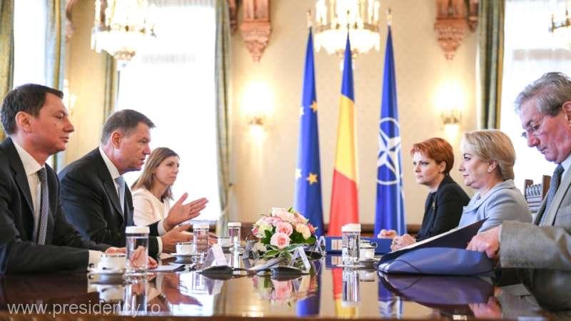 Iohannis la întâlnirea cu Dăncilă şi Vasilescu: Lucrurile au evoluat pe tema salarizării; vreau să mă edificaţi