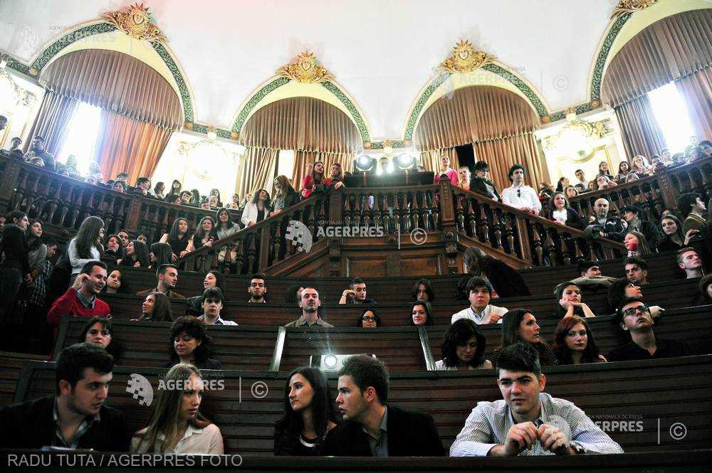 Noul an universitar se deschide luni la mai multe universităţi bucureştene