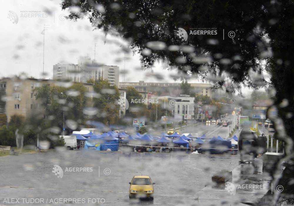 Cod galben de ploi torenţiale şi intensificări ale vântului până marţi noaptea, în aproape toată ţara