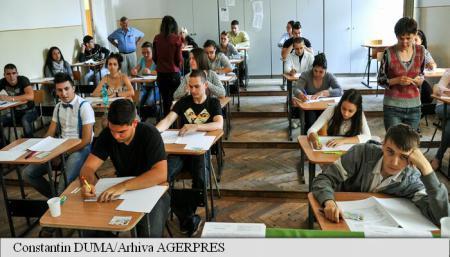 Prima probă scrisă a examenului de bacalaureat, cea la Limba română, este programată luni