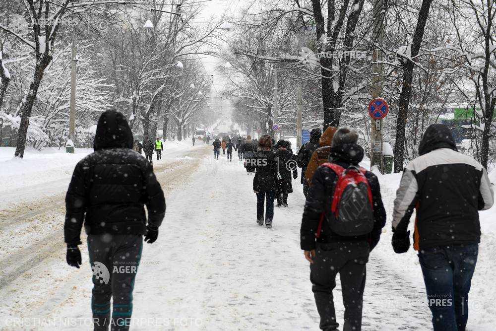 Ministerul Sănătăţii recomandă evitarea deplasărilor şi expunerea prelungită la frig în contextul temperaturilor scăzute
