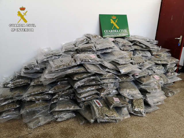 Autorităţile spaniole au confiscat 2.700 kg de marijuana de contrabandă; între membrii grupării, persoane din România
