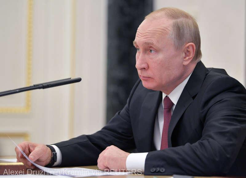 Decretul prin care mai multe categorii de ucraineni obţin mai uşor cetăţenia rusă, semnat de Putin