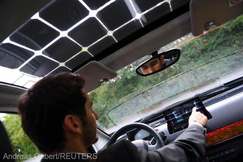 Un start-up din Germania testează un autovehicul electric solar care se încarcă în timp ce este condus