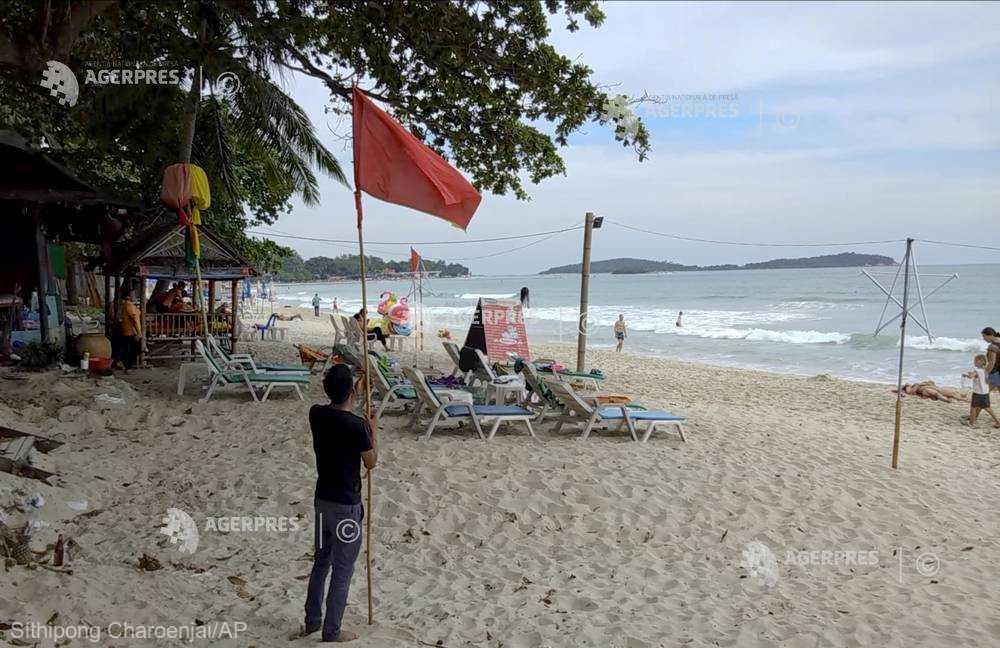 Numeroşi turişti aflaţi pe insule în Golful Thailandei îşi scurtează vacanţa din cauza furtunii Pabuk