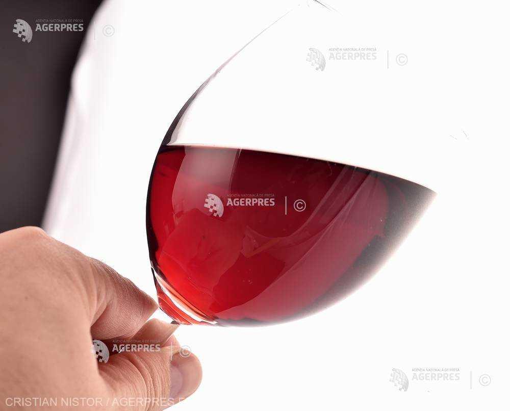 Mai mult de o băutură alcoolică pe zi creşte riscul de mortalitate şi de cancer