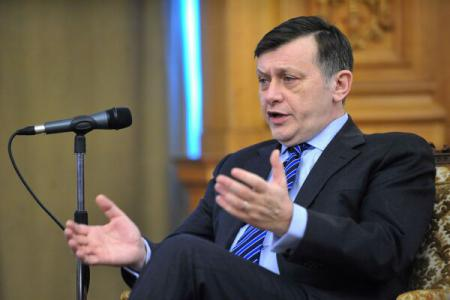 Ponta, are de ales între Klaus Iohannis și Dan Voiculescu