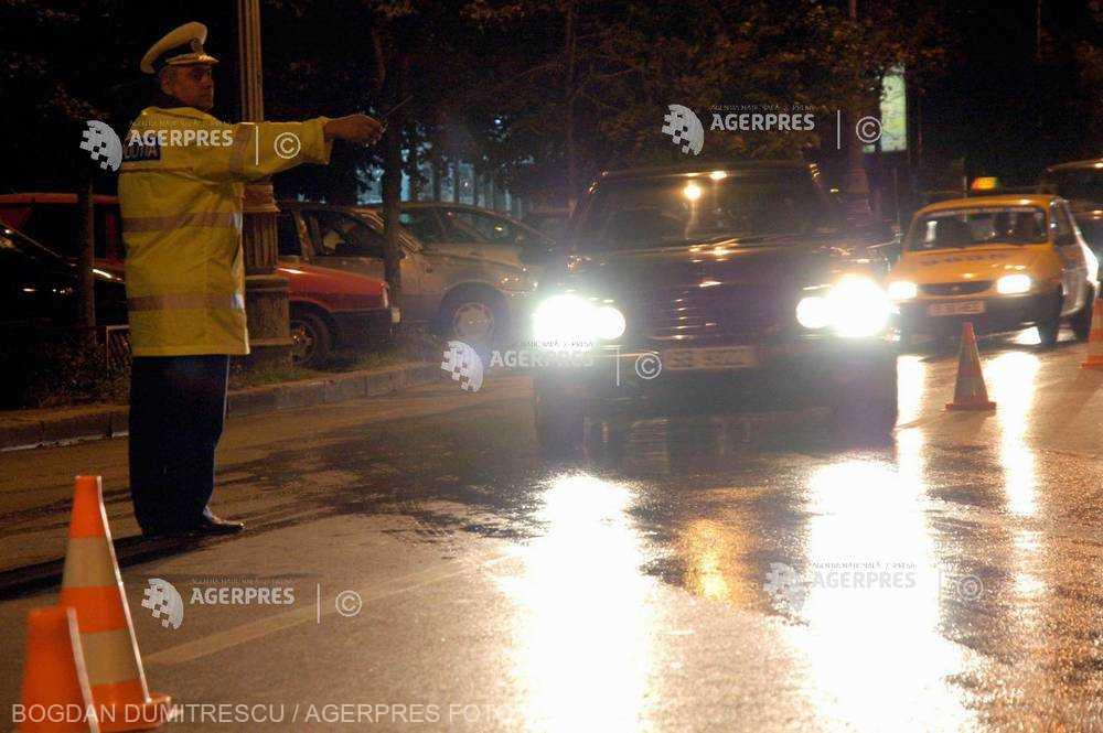 Bucureşti: Doi poliţişti prinşi conducând sub influenţa alcoolului; unul dintre ei este cercetat penal