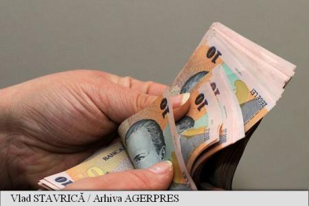 Angajații români consideră că merită salarii cu 1.000 de lei mai mari decât cele pe care le au în prezent (studiu)