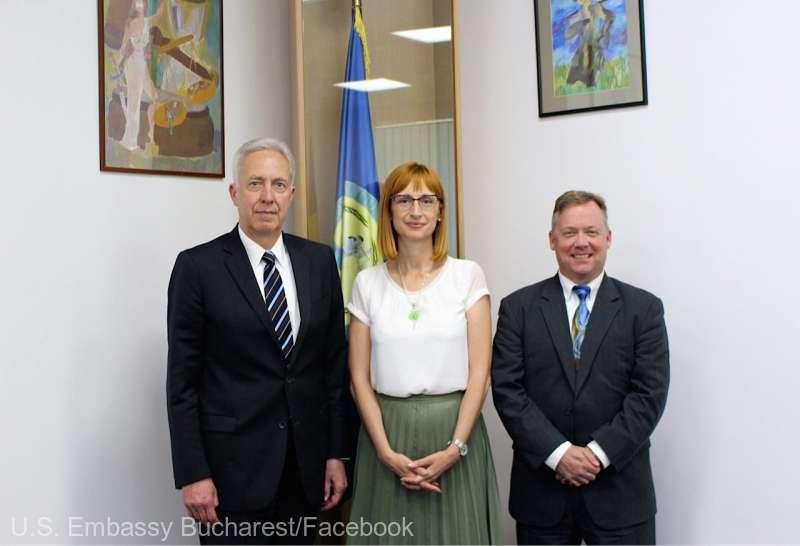 Ambasadorul SUA şi ataşatul FBI, întâlnire cu şefa DNA; discuţii despre cooperarea în domeniul aplicării legii