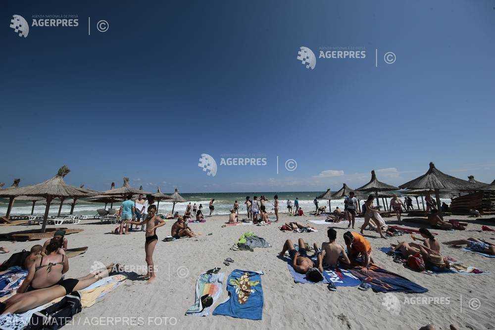 Sezon estival cu încasări mai mari cu 25%, bazate pe vouchere de vacanţă şi intensificarea rutelor de zbor intern