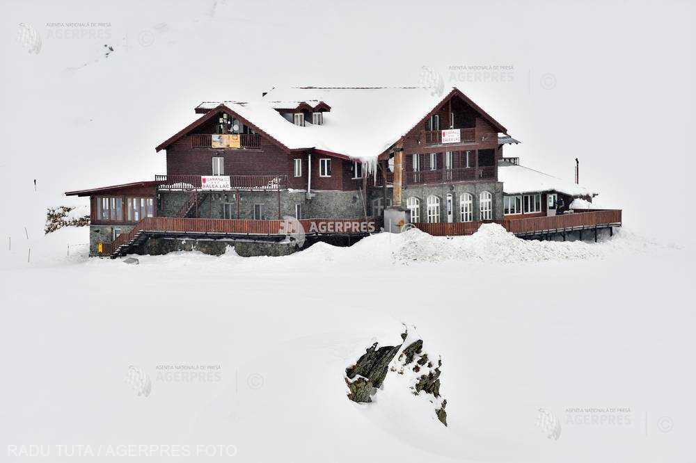 Sibiu: Zăpada măsoară aproape doi metri la Bâlea Lac