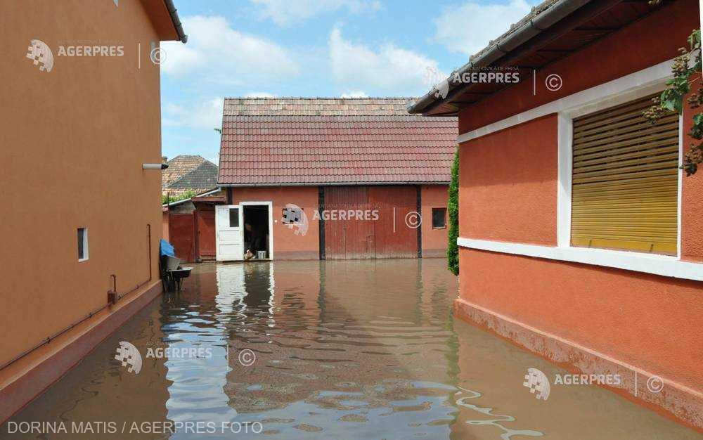 INHGA: Cod portocaliu de inundaţii pentru râuri din 10 judeţe; Cod galben în 24 de judeţe