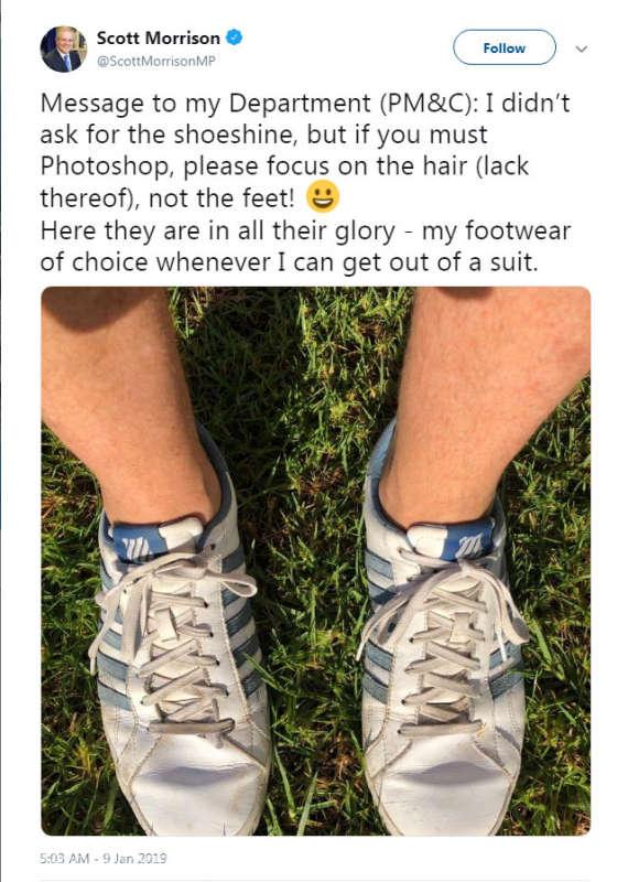 Premierul Australiei, stânjenit după o gafă de editare a unei fotografii în care apare cu două picioare stângi