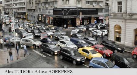 Un român din doi ar alege un autovehicul electric sau hibrid ca mijloc de deplasare mai puțin poluant (studiu)