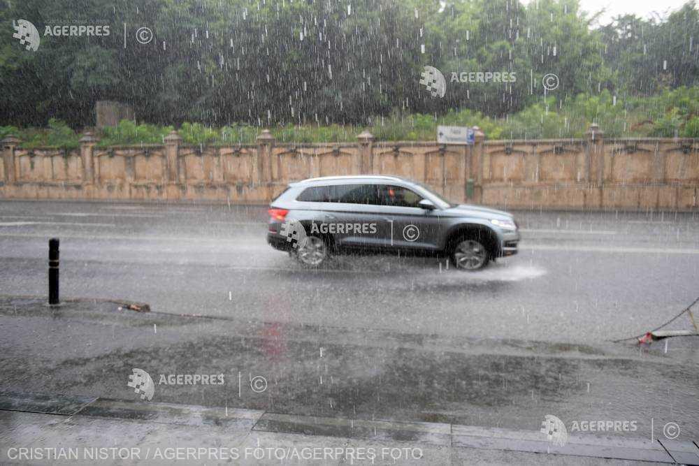 Cod galben de instabilitate atmosferică în Bucureşti şi în judeţele Ilfov şi Argeş, în ora următoare