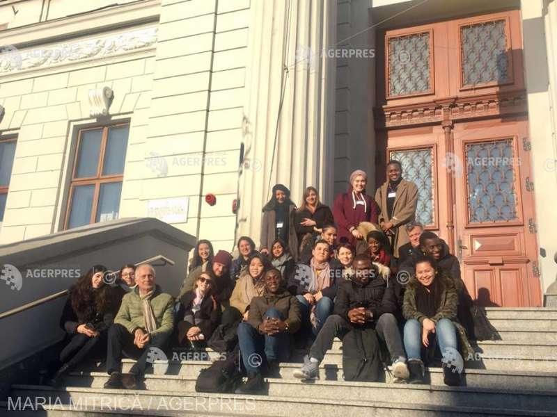 Dolj: Comunitatea romilor, migraţia medicilor, abandonul şcolar, teme de cercetare pentru 33 de masteranzi din Franţa