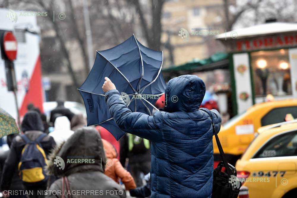 Codul galben de vânt puternic din judeţul Caraş-Severin a fost prelungit până la ora 15:00
