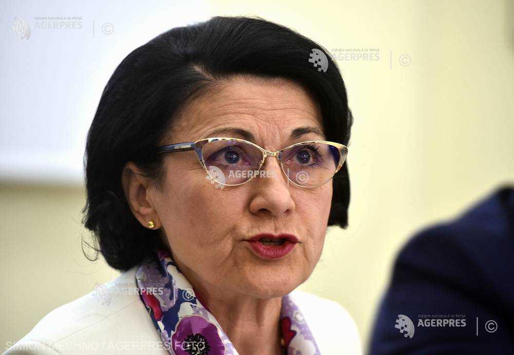 Andronescu: Învăţământului obligatoriu i se adaugă ultimii doi ani de grădiniţă şi ultimii doi ani de liceu