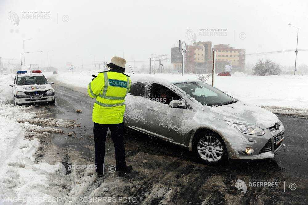 IGSU: Şapte judeţe afectate de ninsori; 12 autovehicule şi 24 de persoane implicate în evenimente cauzate de vremea rea