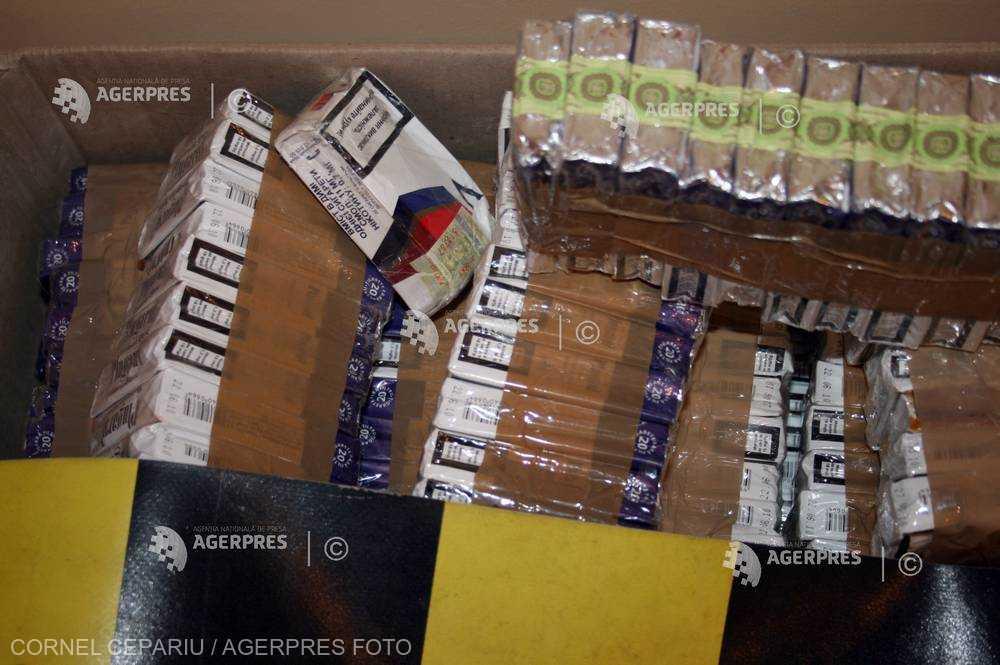 Galaţi: Aproximativ 35.000 pachete de ţigări de contrabandă descoperite în caroseria unei autoutilitare