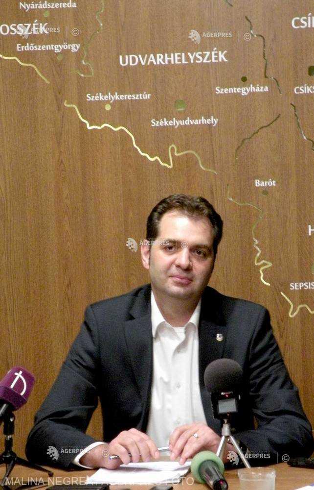UDMR Covasna: Tribunalul a anulat amenzile aplicate primarului din Sfântu Gheorghe pentru arborarea steagului Ungariei