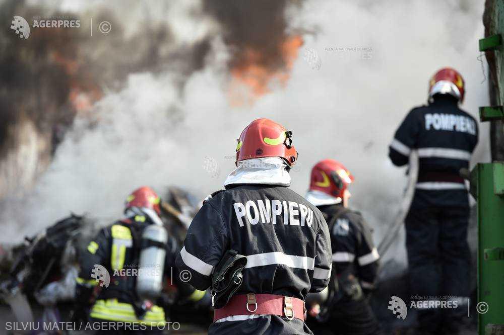 Harghita: Pompierii militari şi civili intervin la cinci incendii de vegetaţie uscată