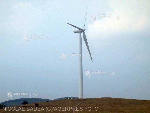 Energia regenerabilă asigură aproape 70% din producţia de electricitate a ţării, vineri la prânz