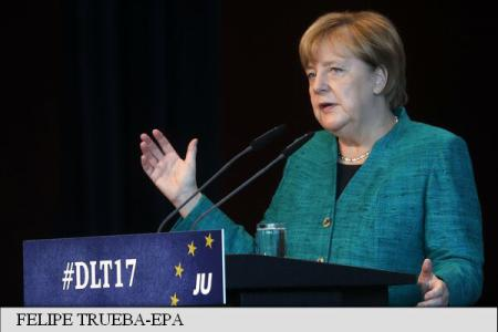 UE: Angela Merkel și Jean-Claude Juncker au discutat despre criza catalană