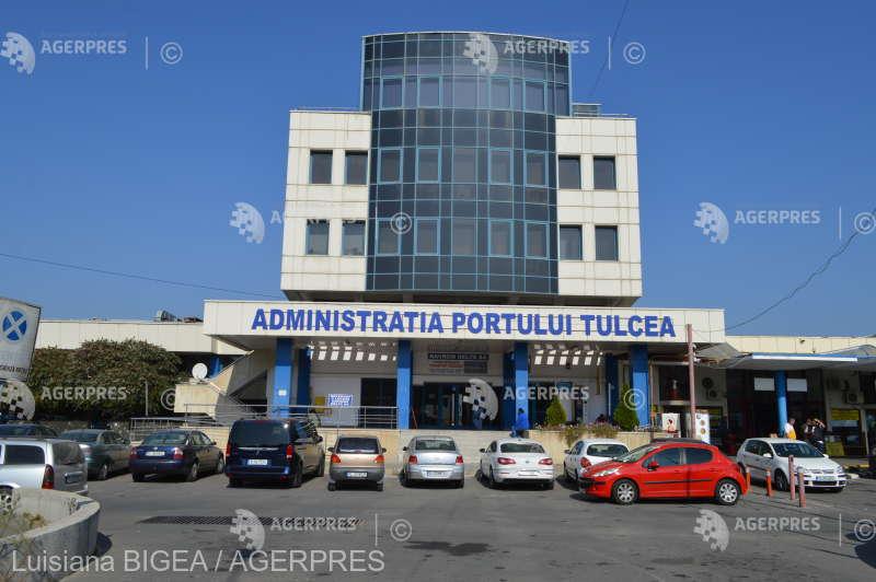 Administraţia Porturilor Galaţi taxează accesul într-o zonă a falezei care ar aparţine Consiliului Judeţean Tulcea