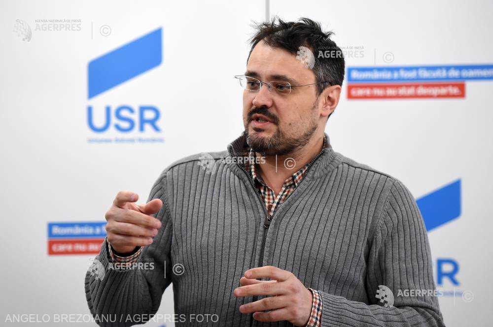 Doi deputaţi USR propun interzicerea organizaţiilor şi propagandei comuniste