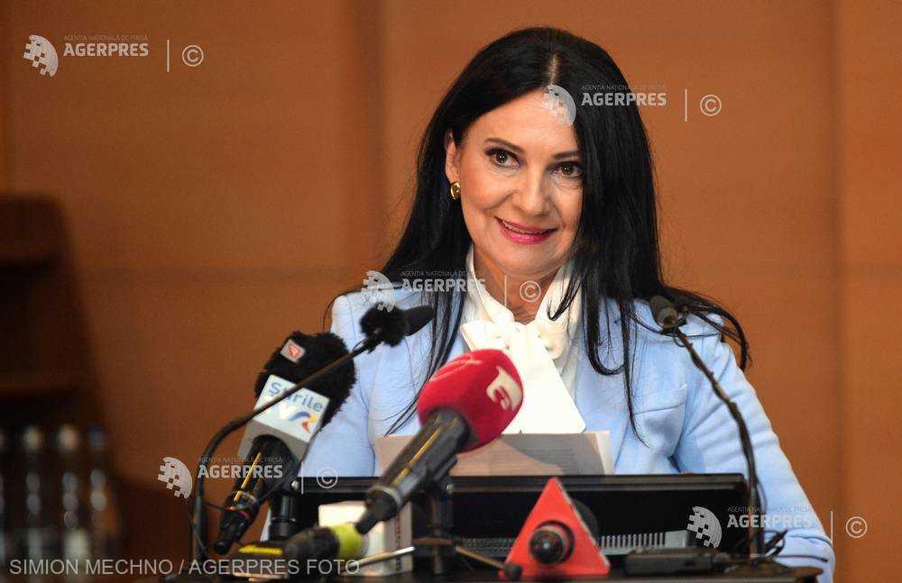 Sorina Pintea: Este foarte greu să faci cezariene pe bandă rulantă şi să menţii igiena în sala de operaţii