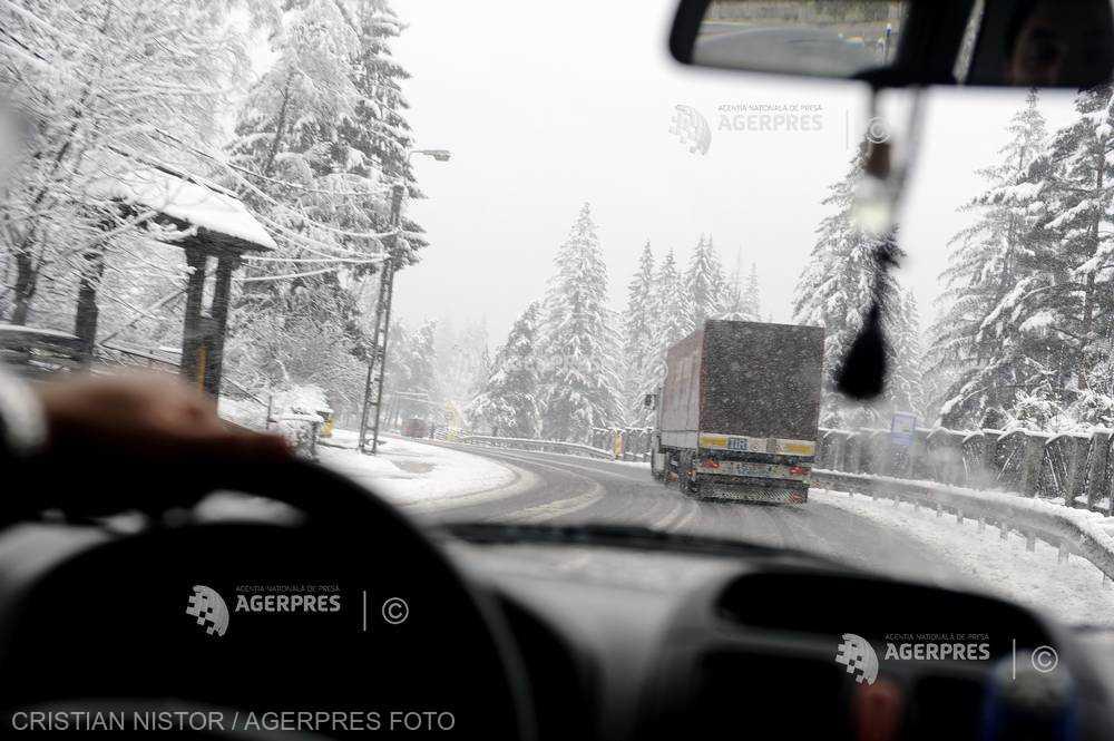 Braşov: Circulaţia spre Poiana Braşov se desfăşoară cu mare dificultate