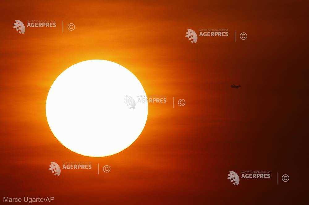Copiii lăsaţi în maşinile expuse la soare pot deceda în doar o oră (studiu)
