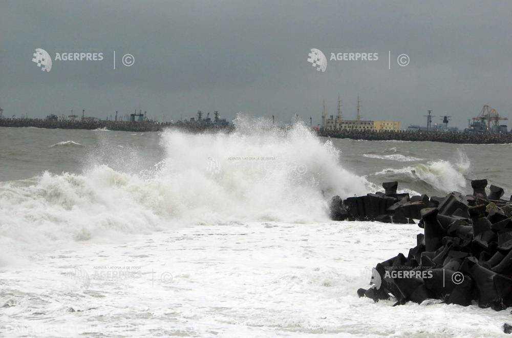 Cod Portocaliu de furtună în judeţul Constanţa; Cod galben în alte patru judeţe, duminică după-amiaza