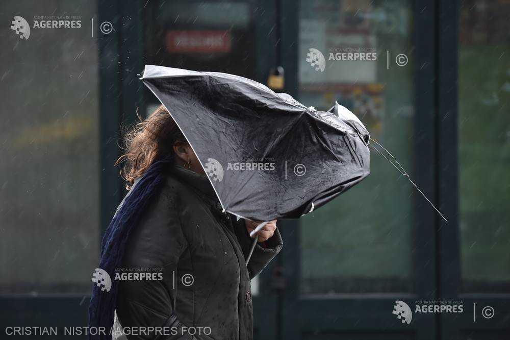 ANM: Cod galben de vânt în judeţe din zona Moldovei, miercuri după-amiaza