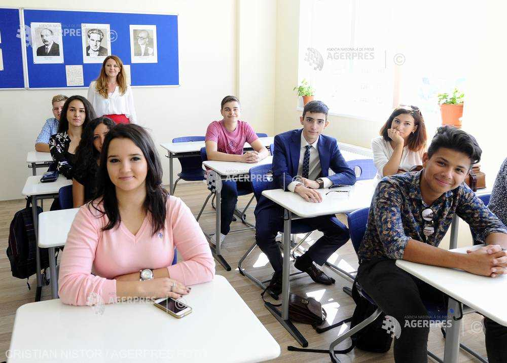 INS: Un cadru didactic din România se ocupă, în medie, de 15 elevi sau studenţi