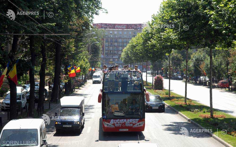 STB retrage joi autobuzele etajate de pe linia turistică şi înfiinţează pe acelaşi traseu linia 361