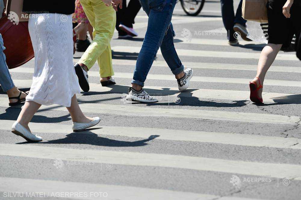 Vorbitul la telefon în timpul traversării străzii va costa scump în Lituania