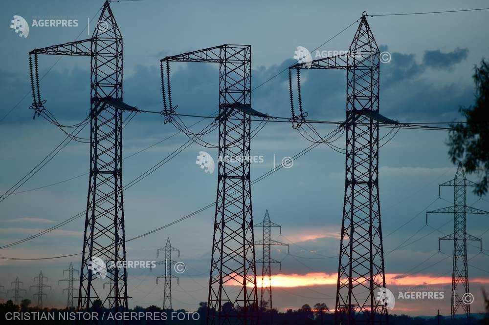 Ministerul Energiei: Circa 216.000 consumatori nu erau alimentaţi cu energie electrică la ora 18:00