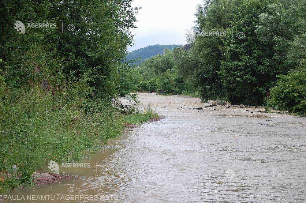 Râuri din judeţele Teleorman şi Giurgiu, sub Cod portocaliu de inundaţii până luni dimineaţa