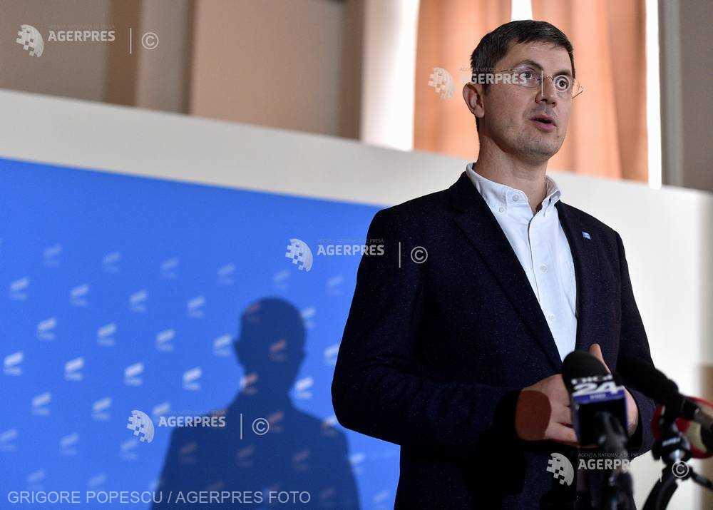 Barna (USR): Nu se pune problema ca Dacian Cioloş să participe la europarlamentare pe listele USR